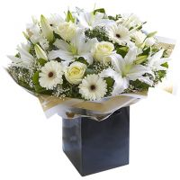 Букет лилий с розами и гербами «Аврора»
