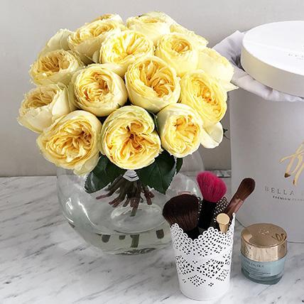 Желтые пионовидные розы «Каталина» в черной коробке Royal