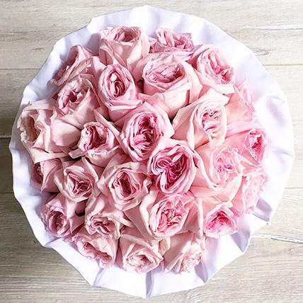 Душистые пионовидные розы Pink O'hara в черной коробке Royal