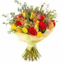 Букет с альстромерией и розами «Островок красоты»
