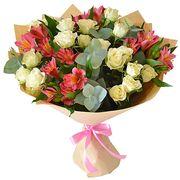 Букет с альстромерией и кустовыми розами «Бон шанс»
