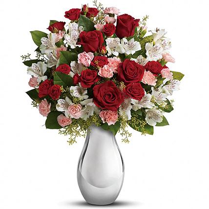Букет с альстромерией и розами «Медея»