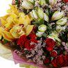 Букет с альстромерией, орхидеями и розами «Гармония стиля»