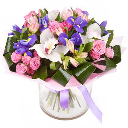 Букет с розами, орхидеей и ирисами «Нефрит»