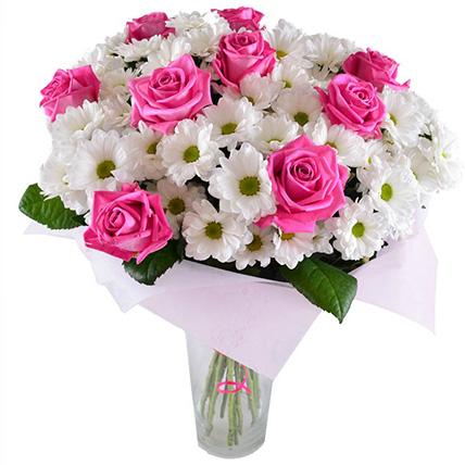 Букет с розами и хризантемами «Лучезарная улыбка»