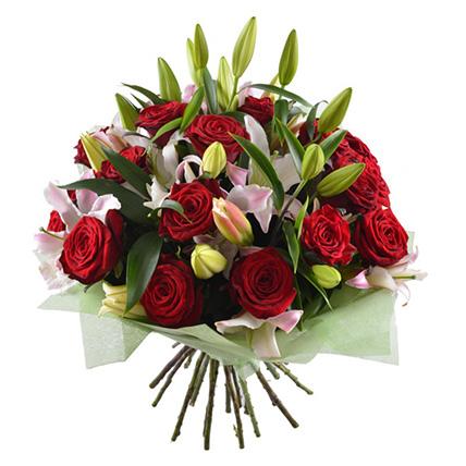 Букет лилий с розами «Маргаритка»
