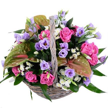 Композиция с эустомами и розами «Жемчужина»
