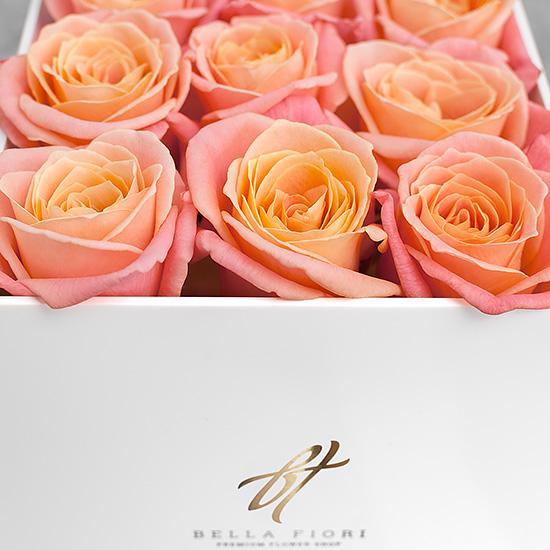 Коралловые розы в белой коробке GlassBox Small