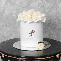 Белые розы в белой коробке Royal
