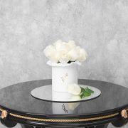 Белые розы в белой коробке Small