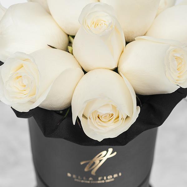 Белые розы в черной коробке Small
