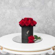 Красные розы в черной коробке Small