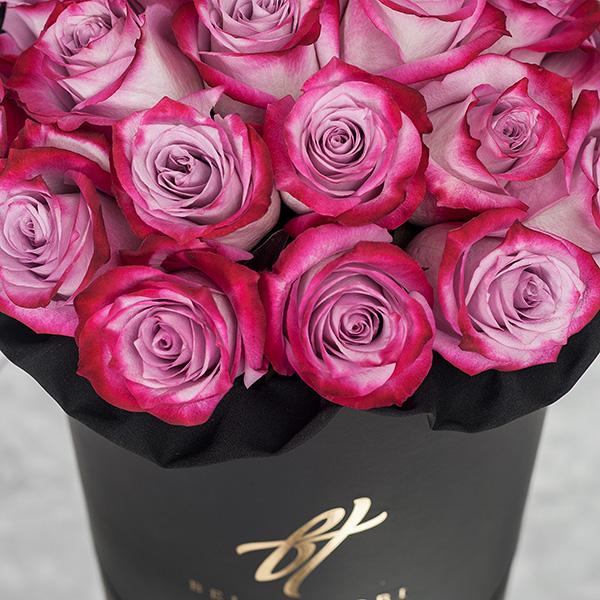 Розы «Deep purple» в черной коробке Royal