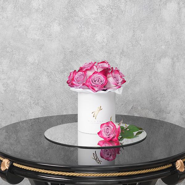 Розы «Deep purple» в белой коробке Small