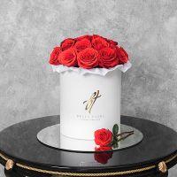 Розы «Нина» в белой коробке Royal