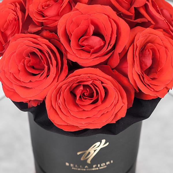 Розы «Нина» в черной коробке Royal