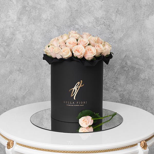 Кремовые розы в черной коробке Royal