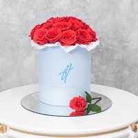 Розы «Нина» в голубой коробке