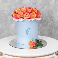 Розы «Черри бренди» в голубой коробке