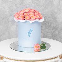 Коралловые розы в голубой коробке
