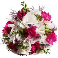 Свадебный букет невесты с гортензией и фрезиями №203
