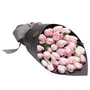 Букет «Стиль» из розовых тюльпанов с оформлением