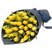 29 желтых тюльпанов с оформлением