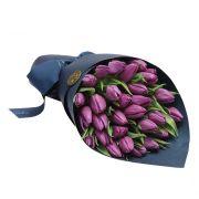 Букет «Стиль» из сиреневых тюльпанов с оформлением