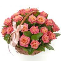 Корзина с розами «Клумба»