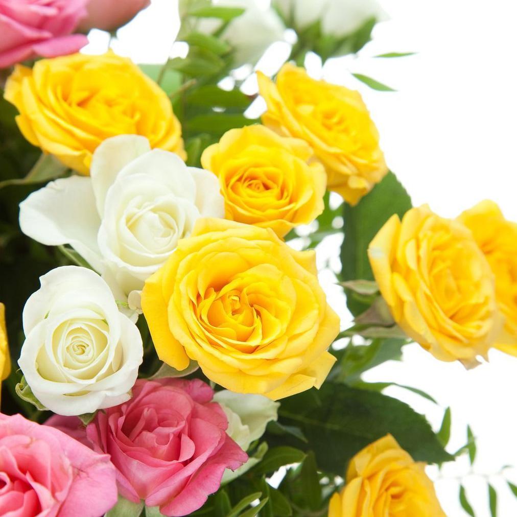 Букет кустовых роз «Яркие мгновения»
