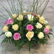 Корзина с розами «Райский сад»