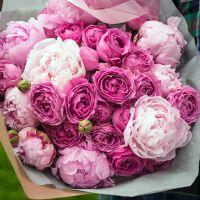 Букет с пионами и пионовидными розами «Мистик»