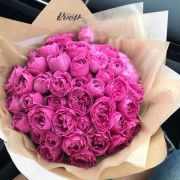 Букет с пионовидными розами «Мисти бабблс» в крафте