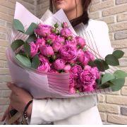 Стильный букет розами «Мисти бабблс» и эвкалиптом