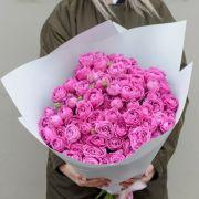Букет из 29 роз «Мисти бабблс» с оформлением