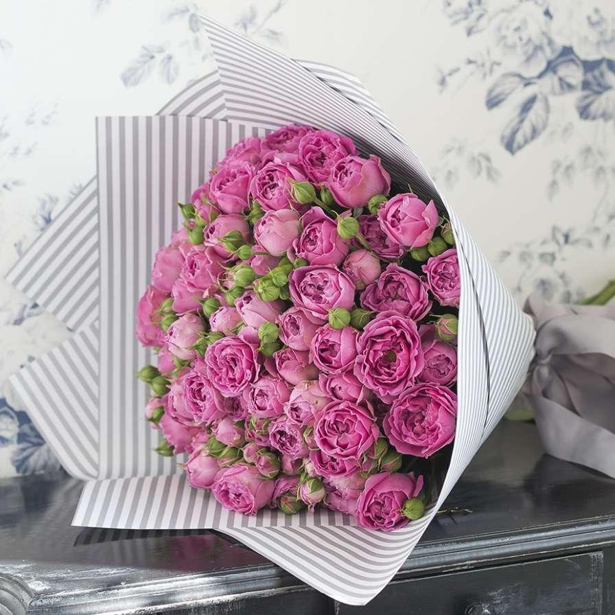 29 роз «Мисти бабблс» с оформлением