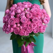 29 роз «Мисти бабблс» с оформление атласной лентой