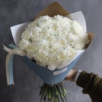 Пушистый букет из белого диантуса с оформлением (39 шт)