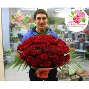 101 бордовая роза «Гран-при»