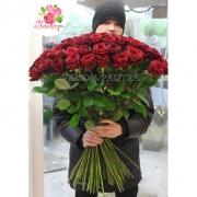 101 бордовая роза «Ред Наоми»