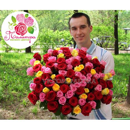 Весенний разноцветный букет из 101 розы