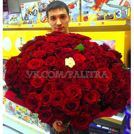 101 красная роза «Гран при»