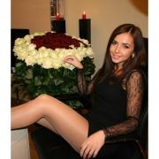 101 роза: белые + красные