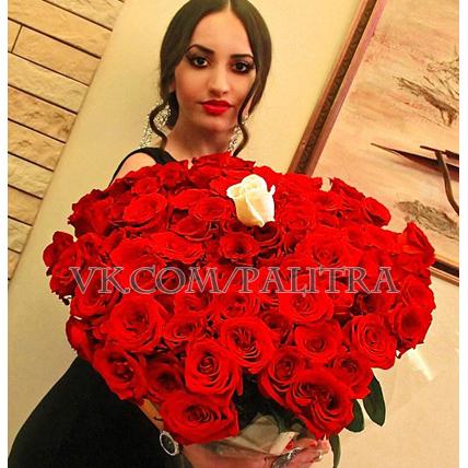 101 красная роза «Форевер янг»