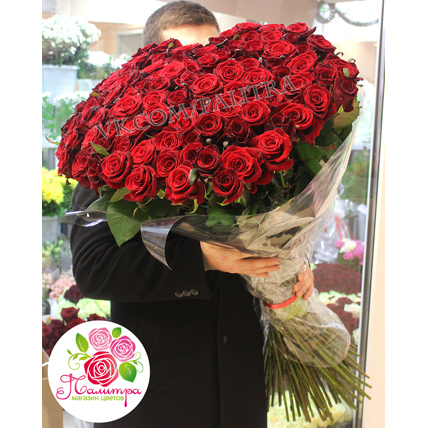101 бордовая роза «Гран-при» 120 см в форме сердца