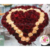 101 роза в форме сердца: красная + бежевая