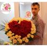 101 роза в форме сердца: бежевые + красные