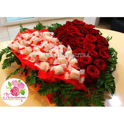 Сердце из роз и конфет «Рафаэлло»