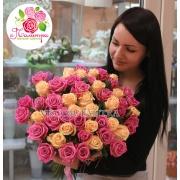 51 роза: кремовая + розовая