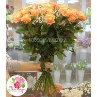 59 персиковых роз «Мисс Пигги»